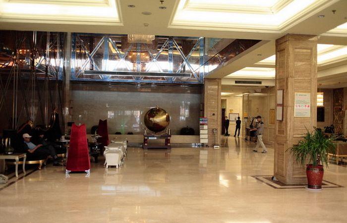 Холл отеля Shengbo