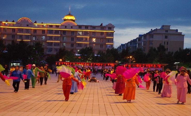 Танцы на площади Новый век