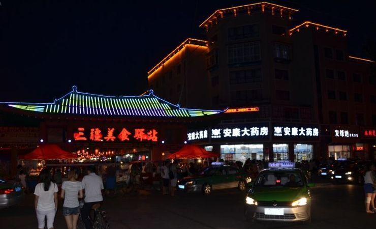 Восточный рынок в ночное время
