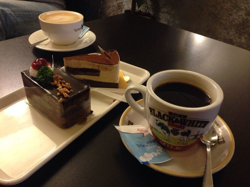 Кофе с пирожными