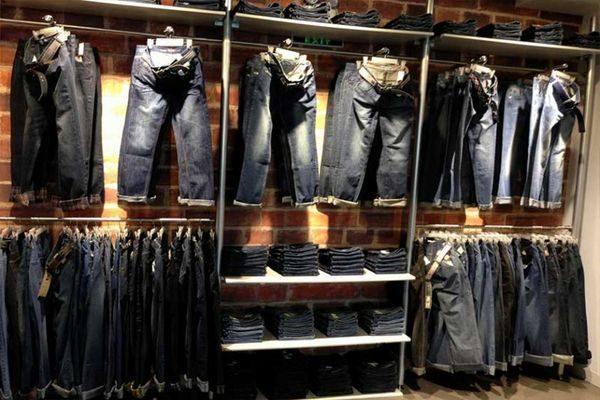 Большой выбор джинсов