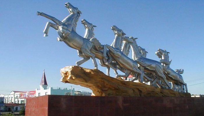 Площадь восьми лошадей