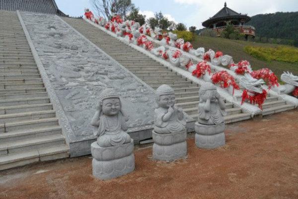 Ступеньки к храму Хуаиан