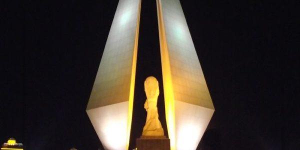 Памятник Золотой Треугольник